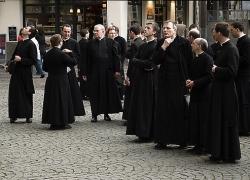 Las Órdenes Religiosas Buscan Nuevos Miembros en Internet